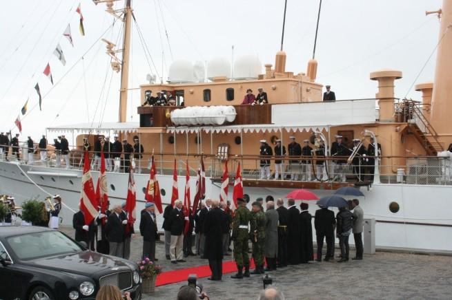 Kongeskibet Danebrog anløber Helsingør