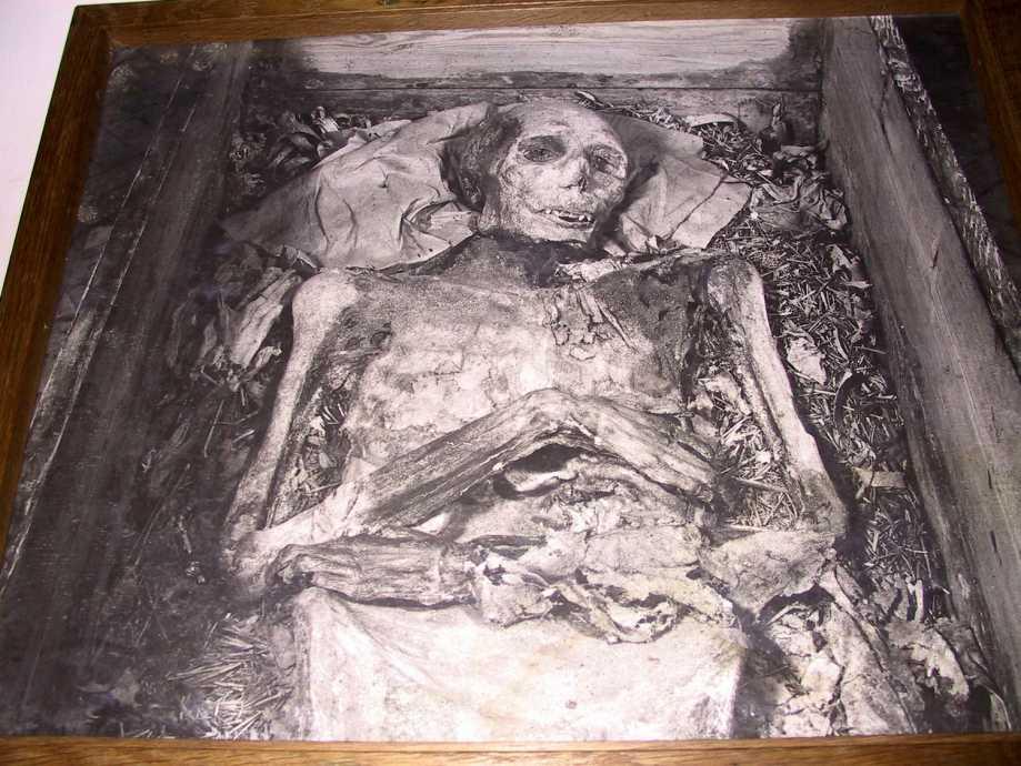 Jarlen af Bothwell i sin kiste i Fårevejle Kirke i Fårevejle Kirkeby